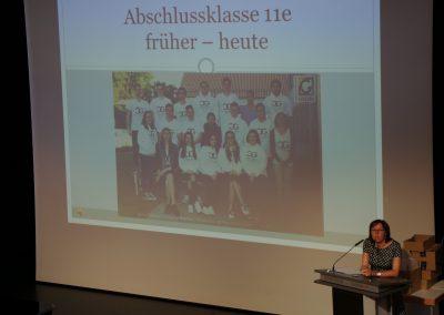 Fr. Kohlschmidt gibt einen Rückblick auf die vergangene Schulzeit.