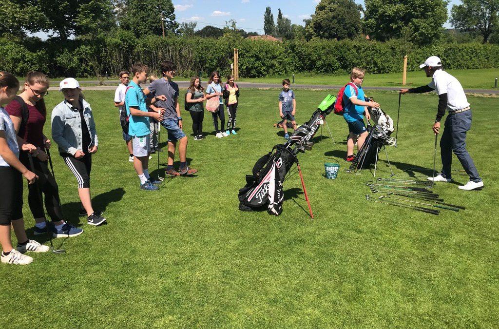 Erfolgreiche Kooperation zwischen Wirtschaftsschule Gester und Golfclub Schloss Guttenburg e.V.